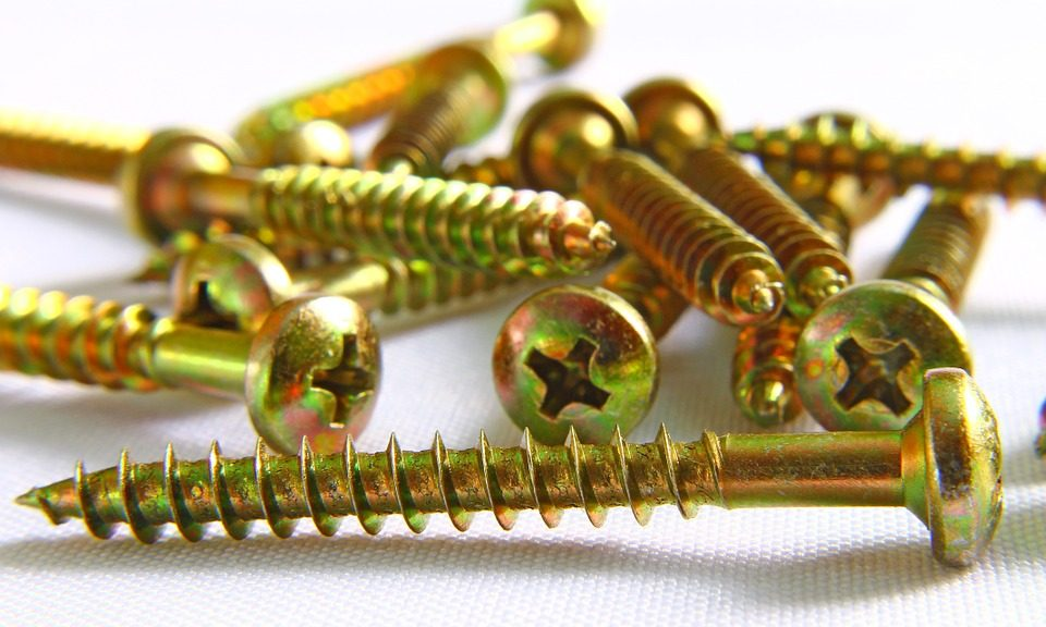 Photo of brass screws, from pizabay.com